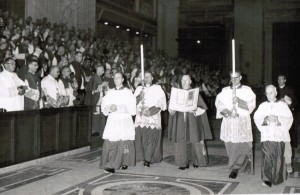Bishop Scanlan enthrones the Gospel during Vatican II